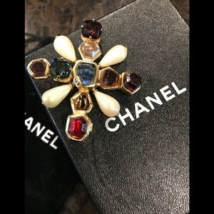 CHANEL Gripoix Brooch 💥HOST PICK💥